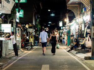 Verliebtes Paar auf Thailands Straßen
