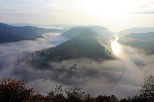 Saarschleife im Nebel im Saarland